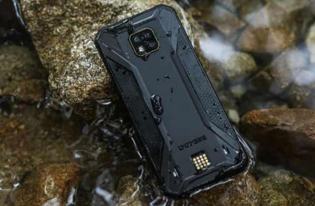 Doogee S95 Pro smartphone submerged in water
