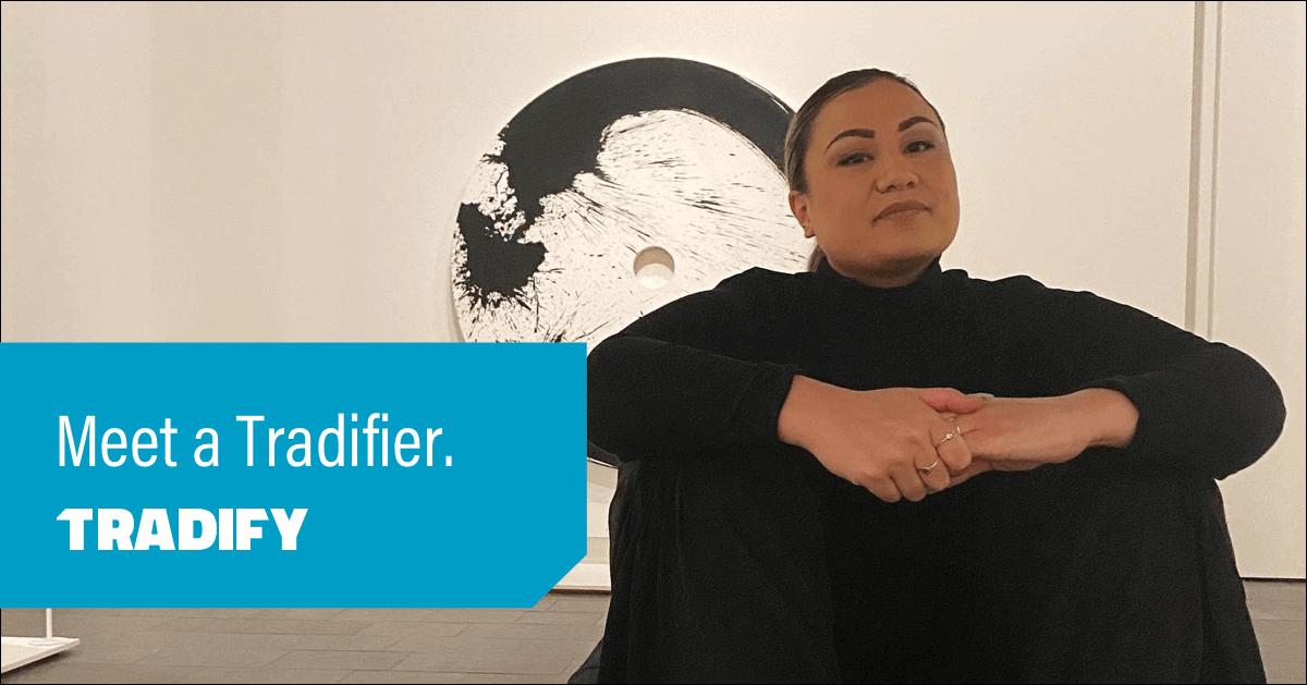 Meet a Tradifier heading with a photo of Jordyn sitting in an art gallery