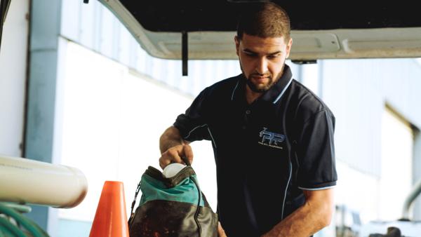 blog_bodyimage_pipefix plumbing putting equipment back into van