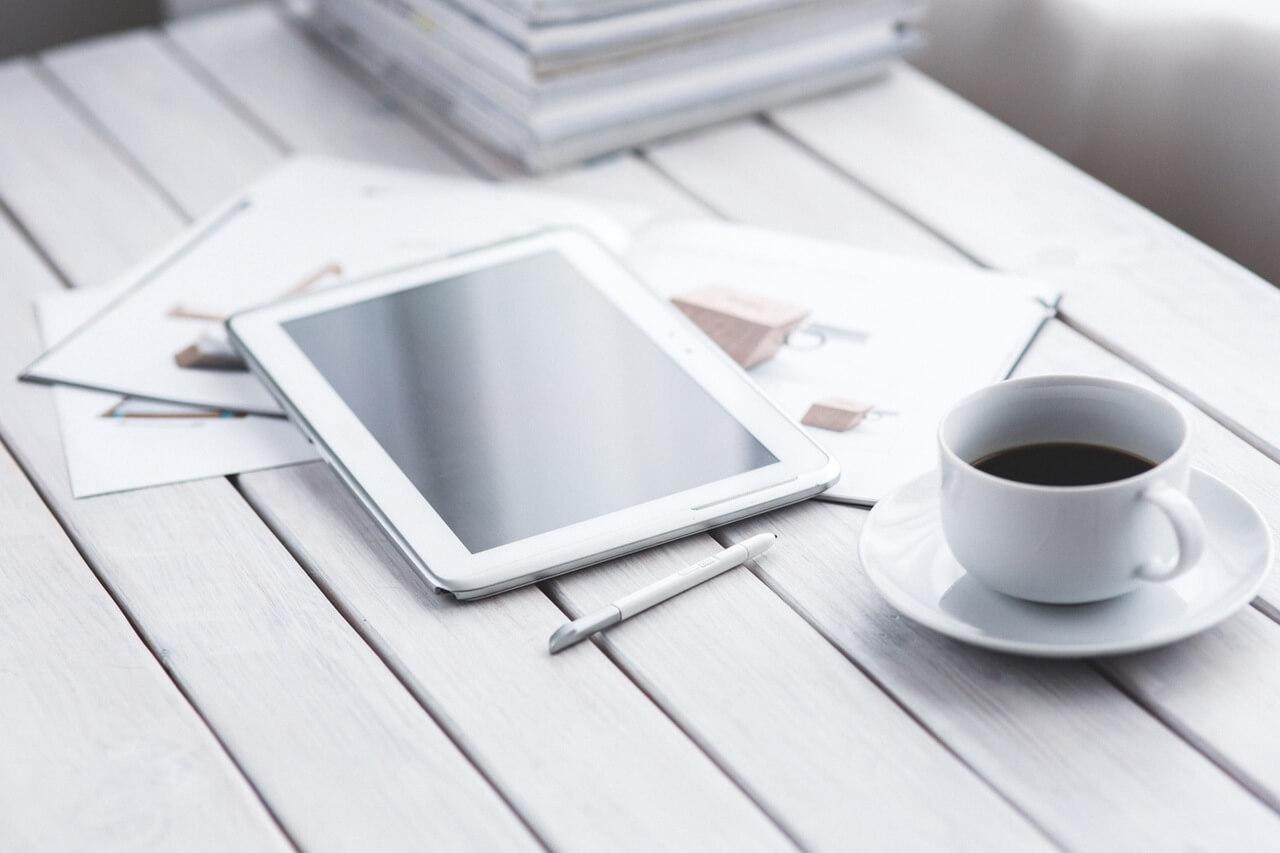 light-coffee-pen-working-3